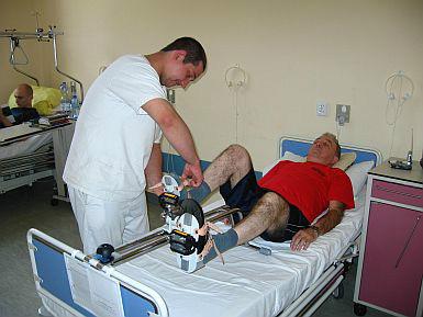 pacjent w trakcie rehabilitacji