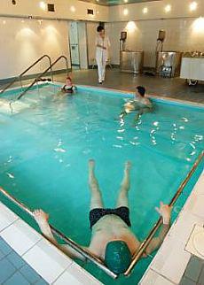 Ćwiczenia rehabilitacyjne w basenie.