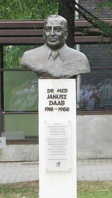 popiersie dr Janusza Daaba